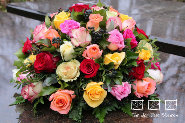 rouwstuk-Nr10-biedermeijer-gemengde-rozen0
