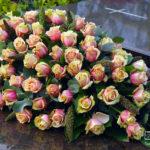 rouwstuk-nr18-ovaal-arrangement-zalm-roos1