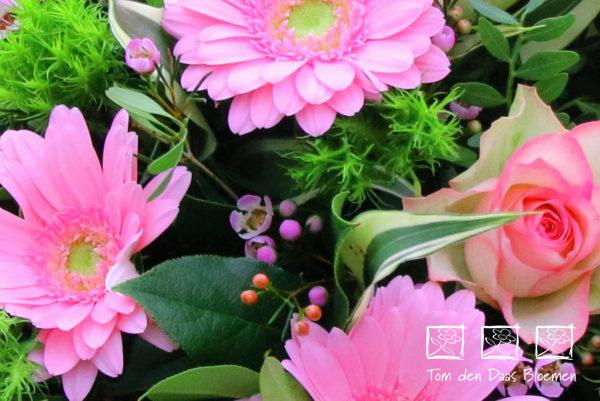 Rouwstuk-nr12-druppel-arrangement-roze-tinten1