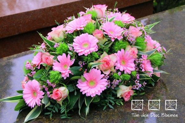 Rouwstuk-nr12-druppel-arrangement-roze-tinten2